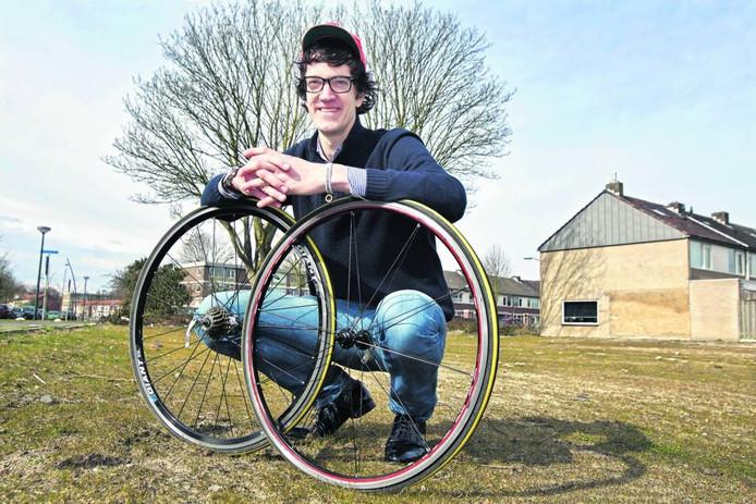 Victor Oudhoff werd in Oosterhout bekend als lijsttrekker van de partij Jezus Leeft bij de laatste gemeenteraadsverkiezingen. Nu plant hij een fietstocht van Oosterhout naar Peking. foto archief BN DeStem