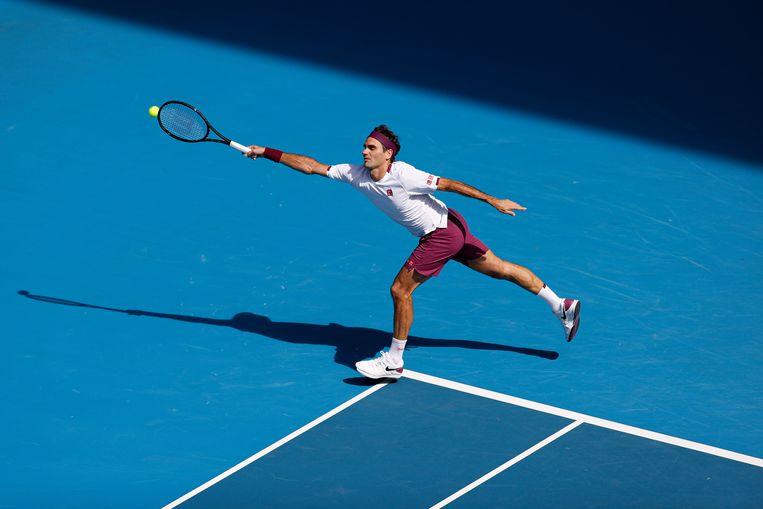 Roger Federer in actie tijdens de kwartfinales van de Australian Open.  Beeld Getty Images