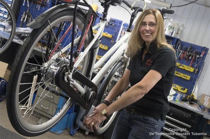 Zwaantje van Dijk is al 30 jaar fietsenmaker.