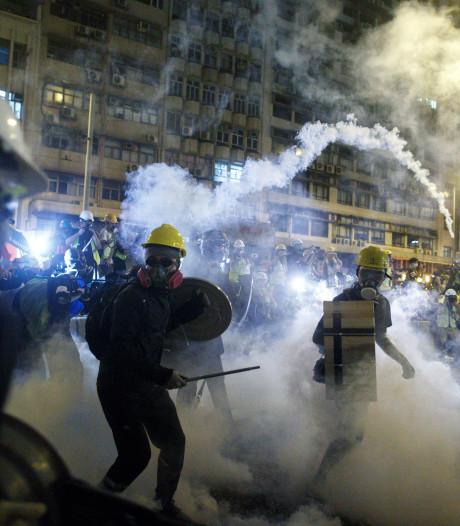 La police de Hong Kong tire des balles en caoutchouc contre des protestataires anti-gouvernementaux