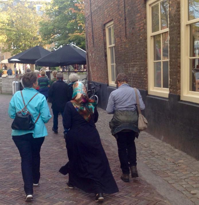 Deelnemers aan de eerste Vredeswandeling in Middelburg liepen donderdag zo'n zeven kilometer.