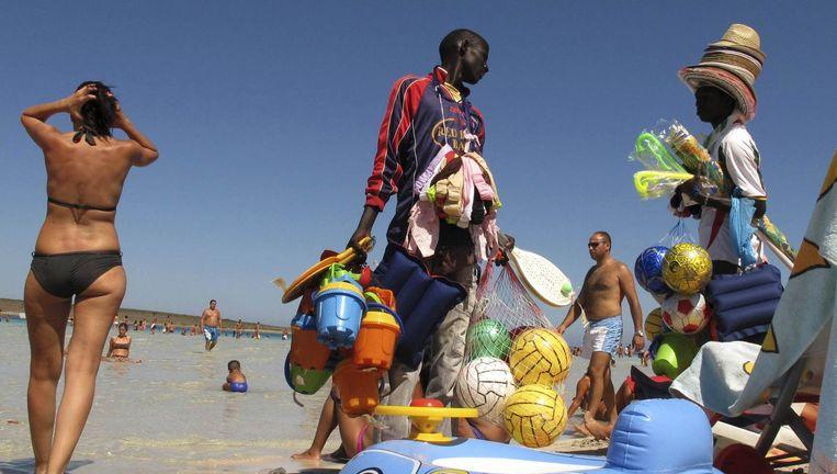 `Sjokkend langs de stranden om zonnebrillen te verkopen die niemand wil hebben.' Beeld null