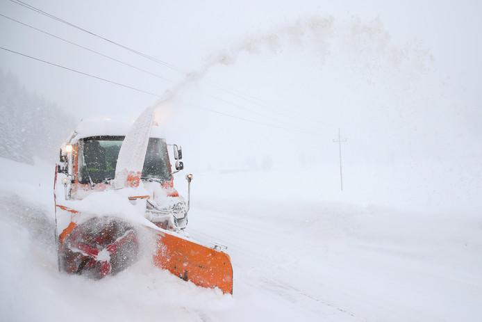 Een sneeuwschuiver in Filzmoos, Oostenrijk