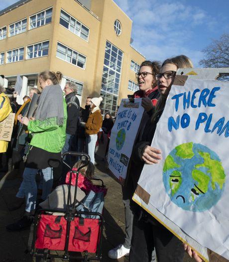 Even geen school of studie, maar op een kleedje in Enschede voor 'rechtvaardig' klimaat
