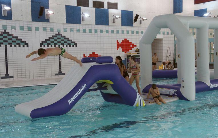 Nieuw speeltuig zwembad Netepark.