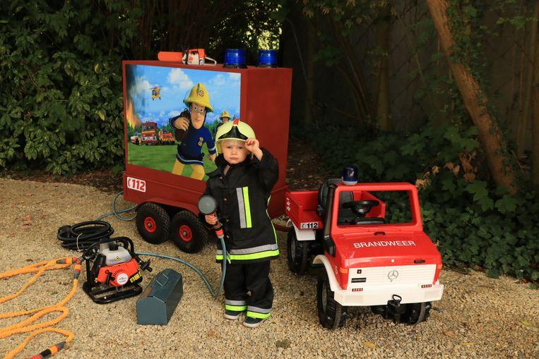 De kleine Briek is nu een volleerd brandweerman.