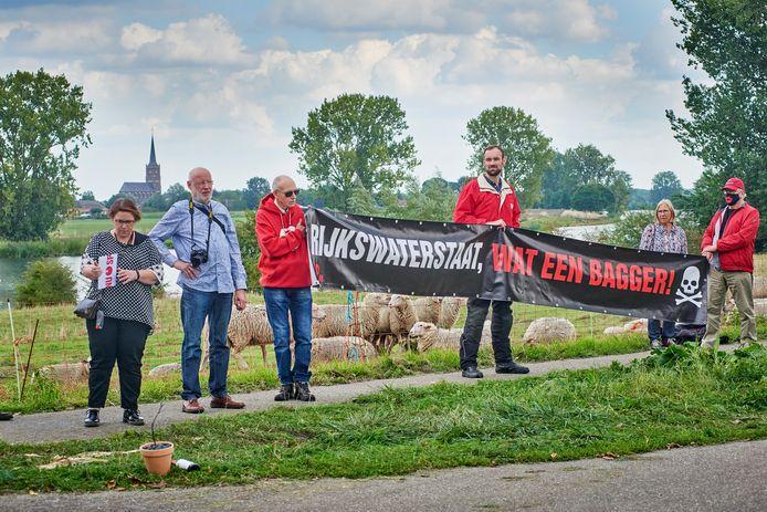 Protest van de lokale SP tegen minister Cor van Nieuwenhuizen