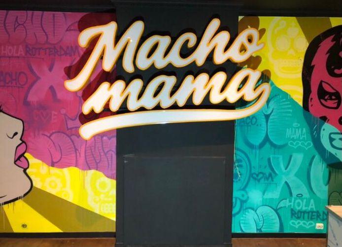 Volgens eigenaar Carlo van Ast is Macho Mama in Rotterdam een 'vrolijke zaak', onder meer vanwege de graffiti op de muur.