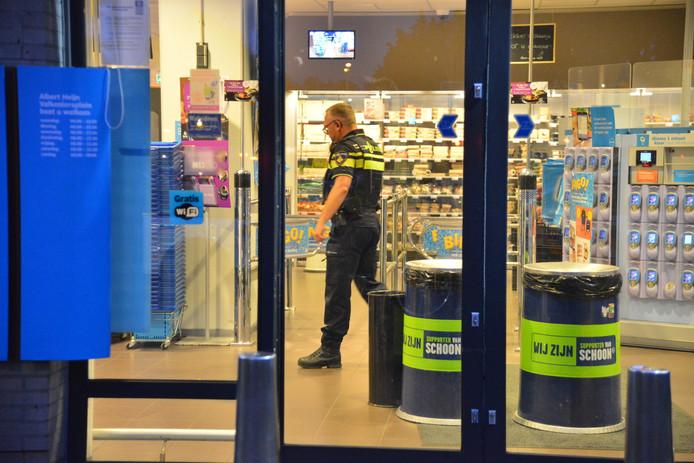 De overval vond plaats bij de AH aan het Valkeniersplein in Breda.