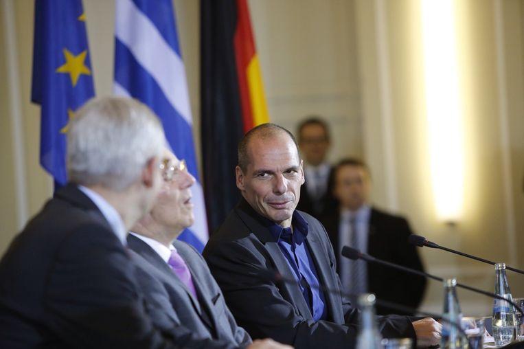 De Griekse minister van Financiën Yanis Varoufakis bij zijn Duitse collega Wolfgang Schaeuble.