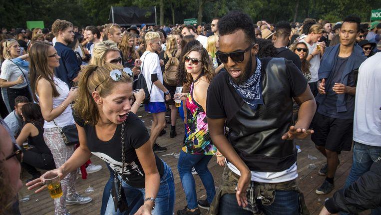 Bezoekers feesten tijdens het Appelsap-festival vorig jaar Beeld Marc Driessen www.marcdriessen.com