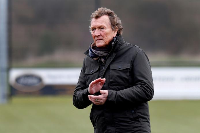 Assistent-trainer Piet van Holst denkt dat FC Vlotbrug in de derde klasse profijt zal hebben van de mentale groei.