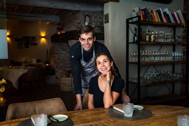 Yasmine Bogaert en Yoshi Mariën zijn met hun restaurant Hertebos nog maar 7 maanden open, maar halen nu al een puike 13 op 20.