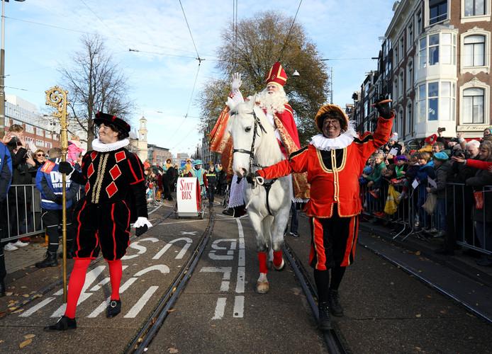 Sinterklaas en zijn pieten in Amsterdam.