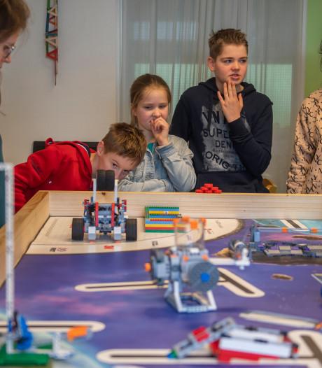 Basisschool uit Drunen in Beneluxfinale FIRST LEGO League: Stoeien met nukkige Robot Starbot
