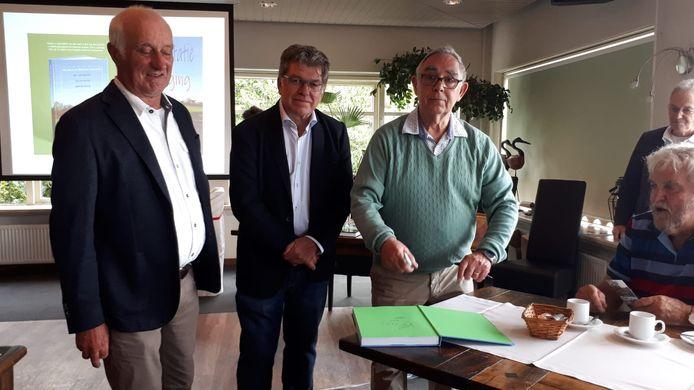 De ateurs van 'Wat heb ik de Wellenaren bewonderd' Arie de Koning, Henk de Koning en Bart van Helvoort (vlnr).