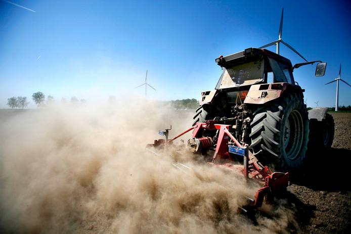 De droogte is fnuikend voor de landbouw.