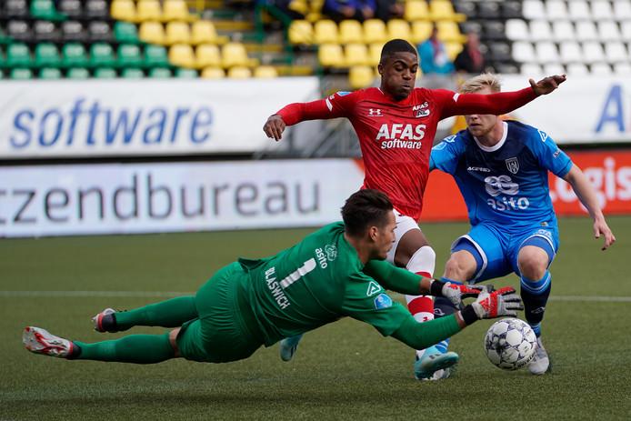 Heracles-doelman Janis Blaswich redde in de eerste helft acht keer, een record dit seizoen.