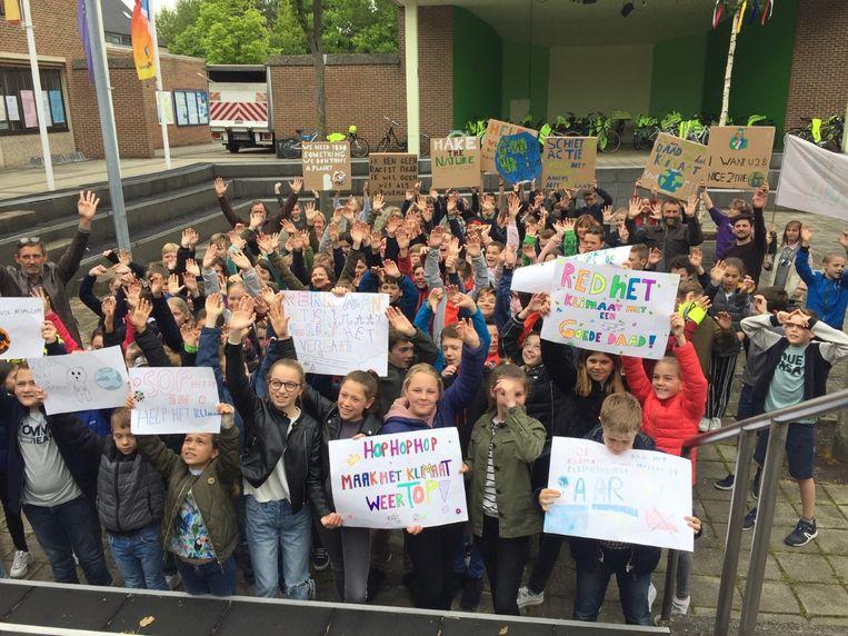 Zo'n 120 kinderen uit de drie lagere scholen die de gemeente Zutendaal telt, hielden op vraag van de gemeente een klimaatconferentie.