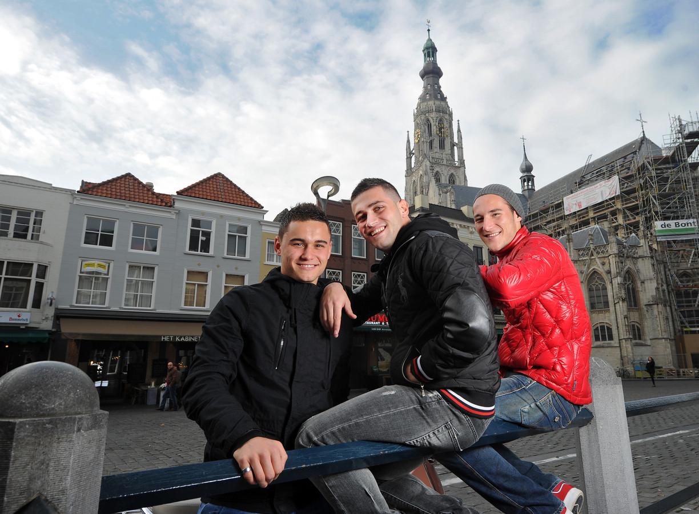 Alex Schalk, Nemanja Gudelj en Omer Bayram (VLNR) op de Grote Markt in Breda. (archiefbeeld)