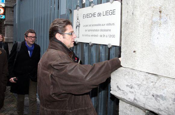 Onderzoeksrechter De Troy tijdens een huiszoeking in Luik.