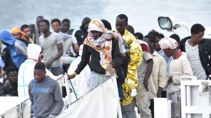 Kustwacht brengt meer dan 500 migranten naar Italië