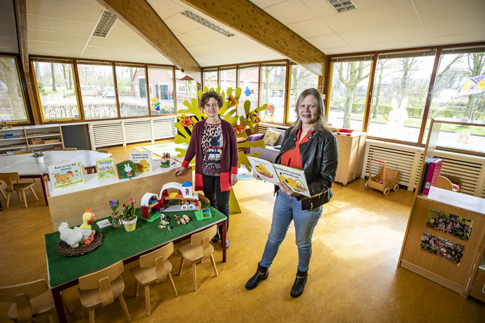 Alice ten Dam (links) en Fenny Tolhuis van Impuls nemen afscheid van het peuterspeelzaalwerk, dat vanaf augustus wordt uitgevoerd door Columbus junior en Smallsteps.