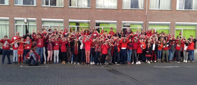 De leerlingen van het Atheneum Herzele, de KAZ-klas en basisschool De Trampoline trokken vandaag in het rood naar de klassen.