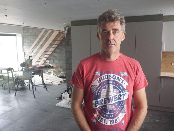 Kris Machtelinckx legt momenteel de laatste hand aan zijn vakantiewoning waar zestien personen kunnen overnachten.