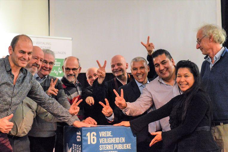 De vertegenwoordigers van verschillende geloofsstrekkingen en levensbeschouwingen ondertekenen een charter om nauwer samen te werken in Halle.