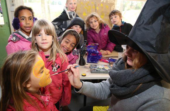 De kinderen van de speelpleinwerking kijken er nu al naar uit. Hier zie je een archiefbeeld van een activiteit.