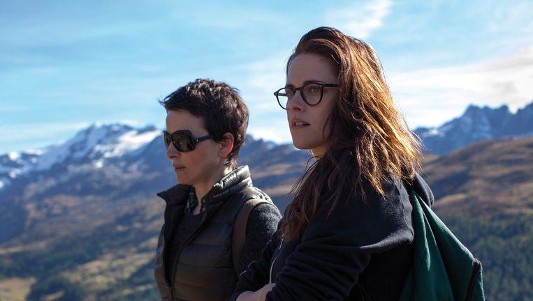 Juliette Binoche (l) en Kristen Stewart in de film 'Clouds of Sils Maria' Beeld Filmfreak