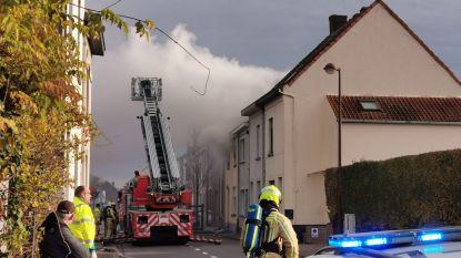 """Grootouders en kleinkind gewond bij hevige woningbrand: """"Vlammen sloegen door de ramen naar buiten"""""""