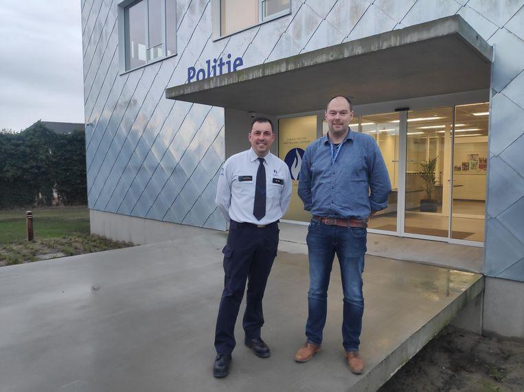 Politiewoorvoerder Marino Longeville (links) en coördinator Nick Pieters (rechts) zijn trots op het nieuwe commissariaat.