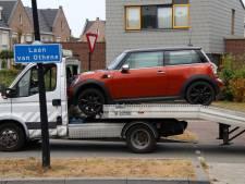 Mini schiet door cabine van transportwagen in Terneuzen