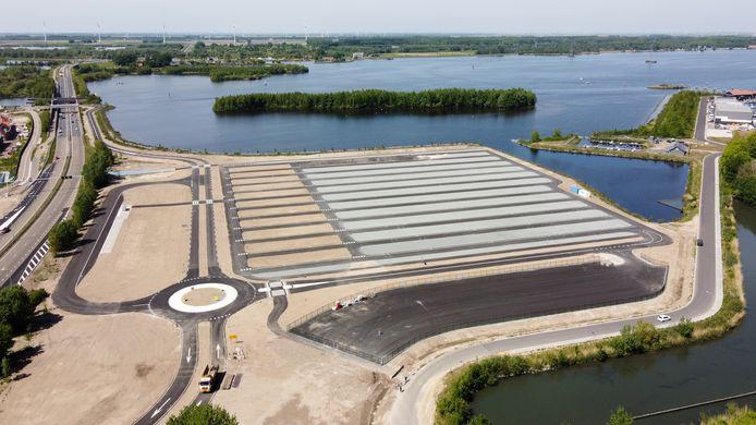 Het nieuwe overloopparkeerterrein - P8 Zonneweide - naast de N302 in Harderwijk.