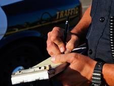Verkeerspolitie deelt 42 bekeuringen op A67 uit voor gebruiken mobiel tijdens autorijden