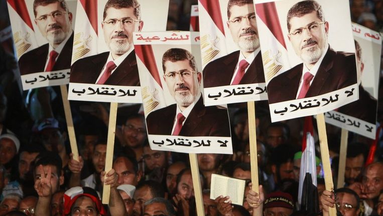 Supporters van de afgezette president Mohammed Morsi. Beeld reuters