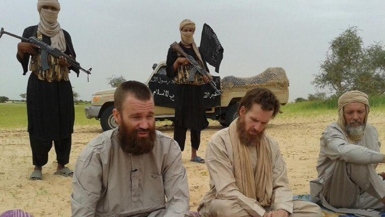 Stephen McGown (midden) en Sjaak Rijke (r) tijdens hun gevangenschap. Beeld afp