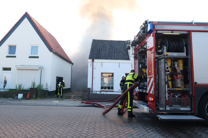 Brand in garage van pand in Breda