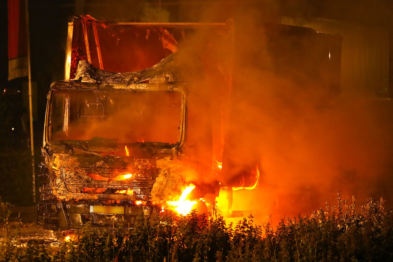 Vrachtwagen in brand op de Bulk in Ravenstein.