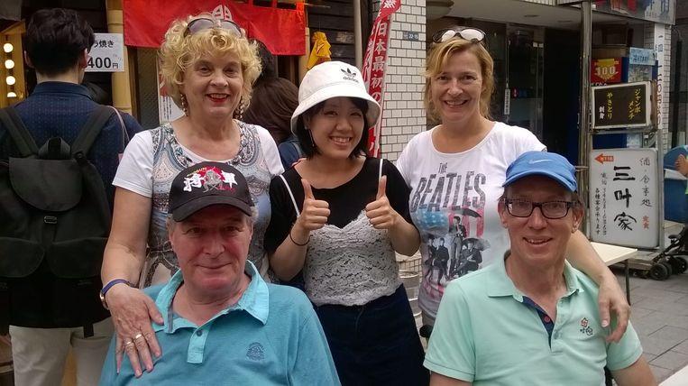 Tiny Romviel en Piet Vromans met hun vrouwen in Japan om medische hulp te krijgen in hun strijd tegen ALS. Beeld