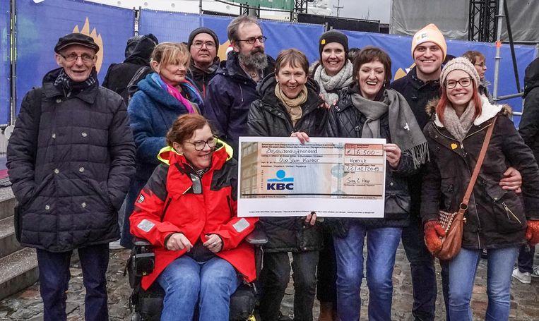 """Kortrijk De Warmste Week """"Sing2Help"""": Optreden van popkoor en stemkankerkoor. Zij hebben samen een benefiet gegeven en we willen Sing2Help verrassen met het stemkankerkoor dat er zal staan en een nummer zingt."""