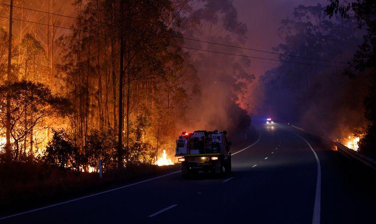 Een grote vuurhaard ten noorden van Nabiac, New South Wales