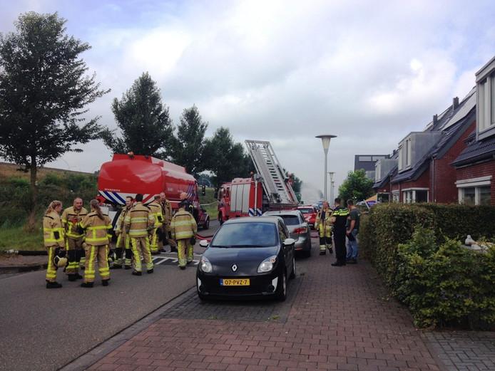 De brandweer in de Erfwal in Zwolle. Foto: Olger Koopman