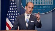 """Trump-adviseur clasht met journalisten: """"Dit is het schandelijkste, beledigendste, onwetendste en domste wat je ooit hebt gezegd"""""""