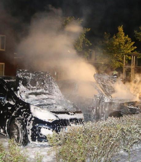 Twee auto's in vlammen opgegaan in Rosmalen