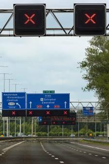 Ruim dertig automobilisten op de bon geslingerd voor negeren rood kruis op A13 bij Delft
