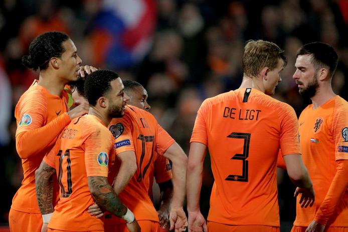 Het Nederlands elftal begon de EK-kwalificatiereeks met een overtuigende zege op Wit-Rusland.