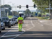 Een uur met de trekker in de file: loonwerkers dupe van werk aan Elburgerbrug naar Flevoland